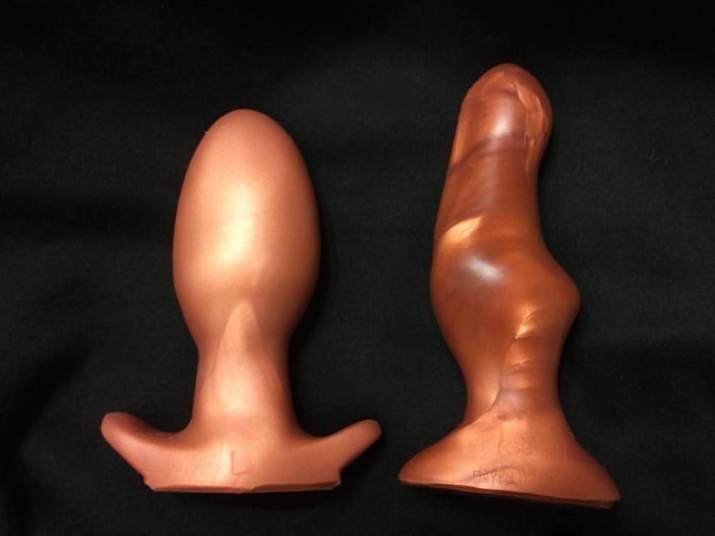 SquarePegToys Egg Plug large vs. Happy Hour s6